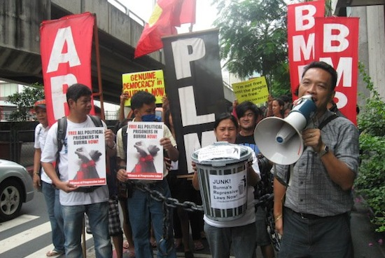 Philippine solidarity activists urge Burmese regime to release all political prisoners; demand repeal of all 'repressive laws'